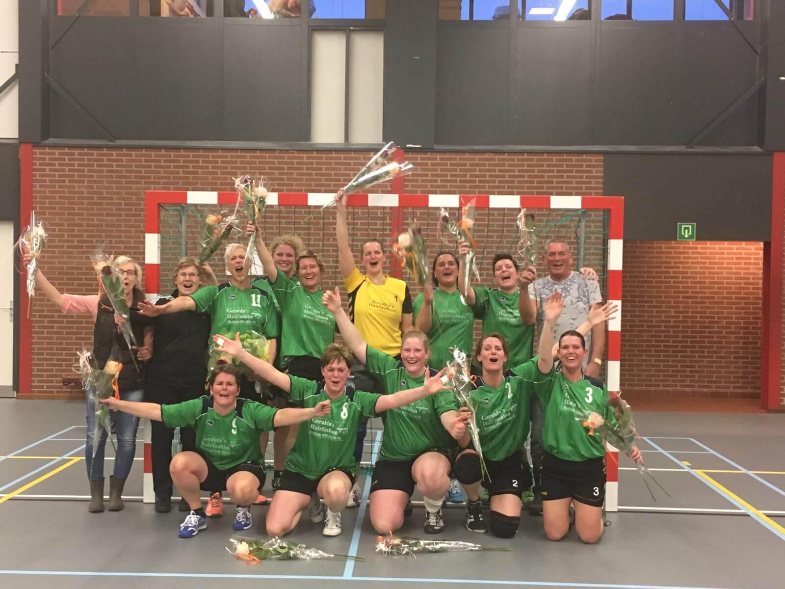 Risja Sportballen: Handbalvereniging Brons in Appingedam KAMPIOEN